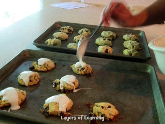 putting-the-frosting-on-small-cakes-